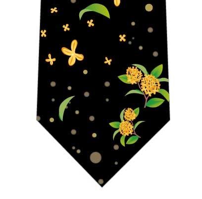キラキラ光る金木犀ネクタイの写真