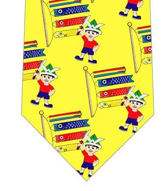 鯉のぼりと元気な少年ネクタイ(黄色)の写真