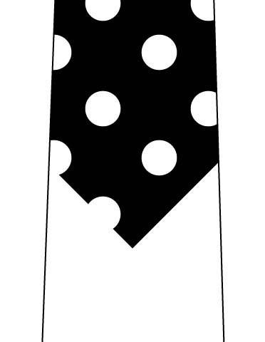 短く見えるネクタイ(水玉 黒×白)の写真