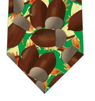 落ち葉とどんぐりネクタイ(緑)の写真