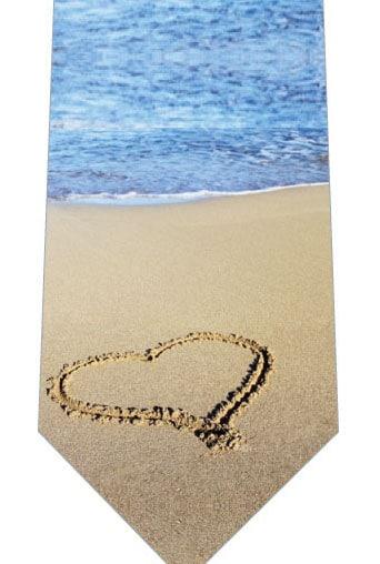 砂浜にハートネクタイの写真