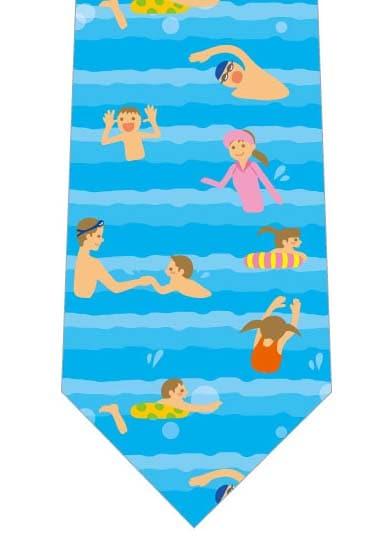 海で遊ぶ家族ネクタイの写真