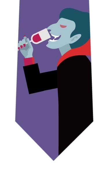 ワインを飲むドラキュラネクタイの写真