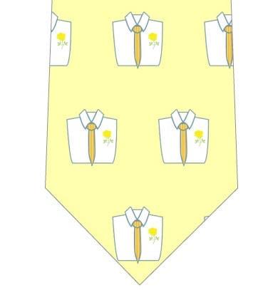 黄色いネクタイを着けたシャツが並んだネクタイの写真