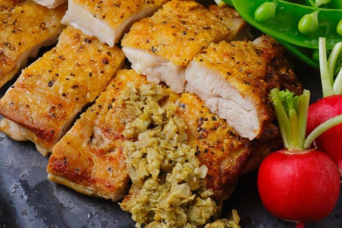 鶏のカリカリ焼き ふきのとうソース添え