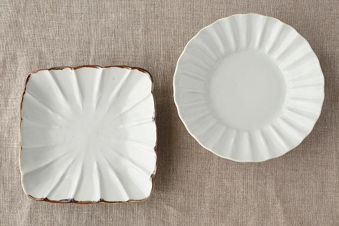 皮鯨輪花角皿と白磁輪花