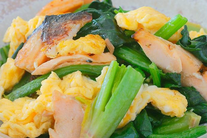 鮭とほうれん草の卵炒め
