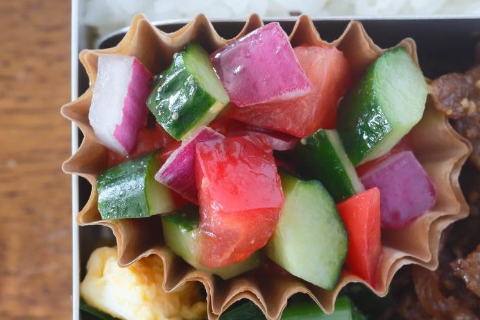 トマトときゅうりのダイスサラダ