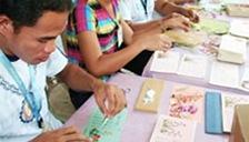 フェアトレード品の生産者 フィリピンの手漉き紙製品