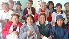 フェアトレード品の生産者 人気のアルパカニットはペルーのチチカカ湖周辺に住む編み子さんたちが届けてくれます