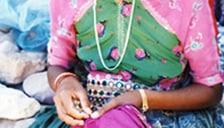 フェアトレード品の生産者 インドの伝統的な刺繍ミラー刺繍の生産者