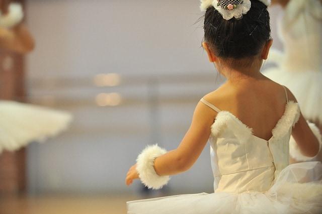 バレエを習い始める時期と身体への影響