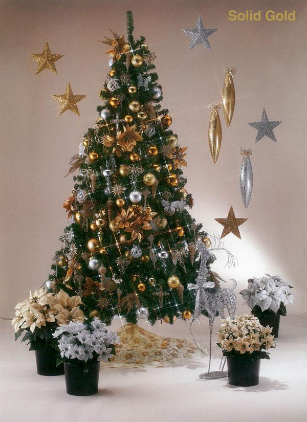 ゴールドとシルバーの煌びやかなツリー