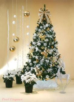 ホワイトシャンパンゴールドを基調としたツリーです。