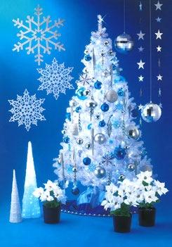 ブルーシルバーの飾りで上品な雰囲気が漂う大人のツリー
