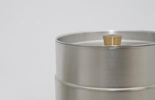 この茶道具は茶葉が湿気や光で痛んでしまわないよう、密封保存を実現しています
