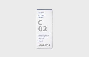 香りがそなえる多くの機能、魅力、個性をふまえ、知識と経験豊富なアロマ空間デザイナーの手でブレンドされたアットアロマのエッセンシャルオイルです