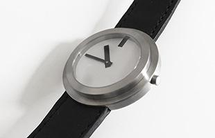 日本を代表する世界的インテリアデザイナー 内田繁氏デザインの腕時計です