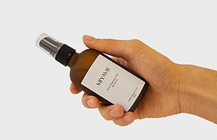 使用しているアロマオイルは伊勢神宮の遷宮で使用される御用材と一緒に育ったヒノキから抽出した希少なものです