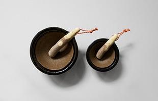 東屋 擂鉢 サイズ比較。左 : 四寸 右 : 三寸