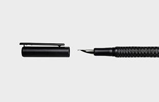 TA+d Weavw Pen 万年筆チャコールブラック キャップを外した時のペン先 イメージ