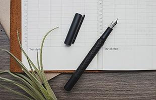こちらの、weave(織り)という商品名はペンの胴軸を包むように施された竹細工の平織の技法から付けられています