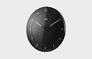 文字盤は立体となっているためどの方面から見ても時刻が見やすく設計されています