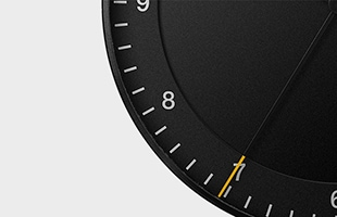 秒針は先がイエローカラーになっておりデザインのアクセントと高い視認性を兼ね備えています