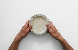陶房金沢 皿 粉引 縁しのぎ 5寸 サイズイメージ