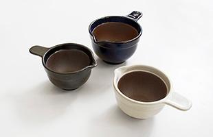 3色のカラーバリエーションが御座いますので、お茶碗の色や他のテーブルウェアにのお色に合わせてお選び頂けます