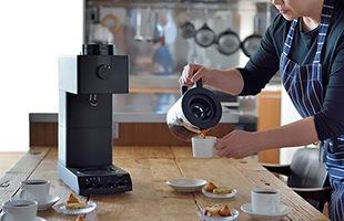 TWINBIRD 全自動コーヒーメーカー CM-D457Bはカフェ・バッハ店主の田口氏ご本人監修のもと、その抽出の技を忠実に再現したこだわりのコーヒーメーカーです