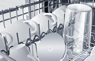 高品質なガラス製コンテナとステンレス製ミルクパイプはコーヒーのアロマ・テイストに影響を及ぼさず、衛生的にミルクを保存することが可能