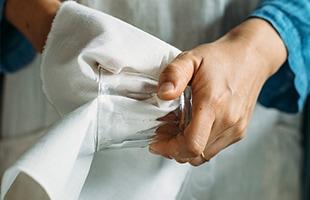 ソムリエの方曰く、毛羽が立ちづらい和晒はグラスを磨き上げるのにもぴったりです