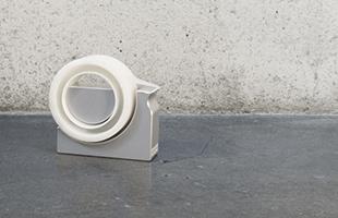 各社から販売されているマスキングテープはメーカー・商品ごとに内径や厚さが異なるため、本品ではご使用頂けない場合がございます