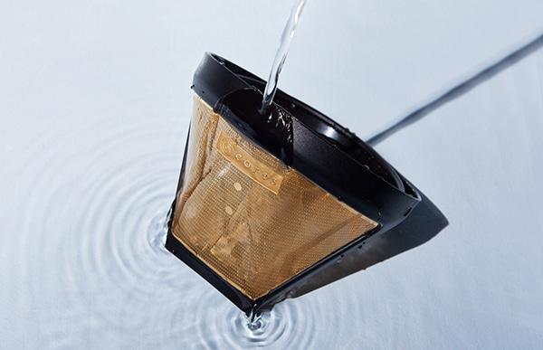 酸化しづらく金属イオンを発生しにくい純金でコーティングしたフィルターはコーヒーの風味への影響を最小限に抑えます