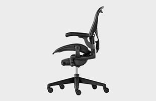 Herman Miller Aeron Chair remastered 横から見た時のイメージ