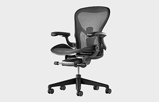 Herman Miller Aeron Chair remastered 斜めから見た時のイメージ