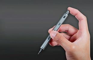 本体内部には5種類のビットが収納されており、昔懐かしい「ロケット鉛筆」のように先端ビットを交換できるマルチツールです