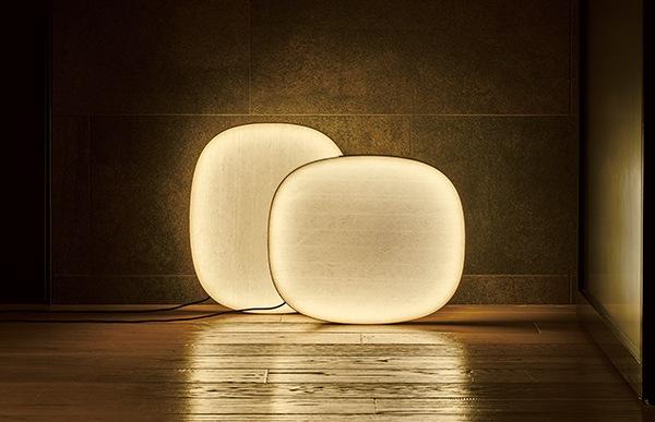 日本人が古来から愛してきた行燈の灯りと同じく、和紙越しのどこかおぼろげで繊細な灯りとともに、お部屋に広がる光の強弱・陰影のグラデーションをお楽しみ頂けます