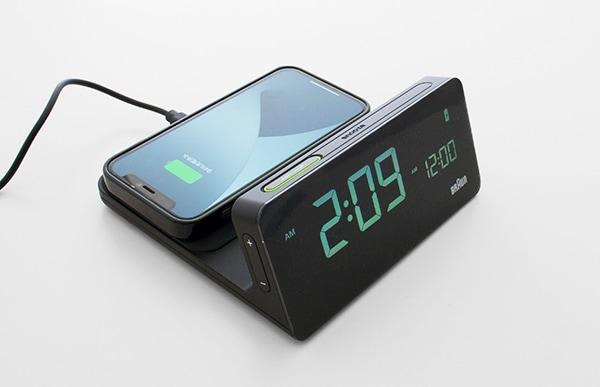 Qi対応製品と互換性のあるワイヤレス急速充電パッドを備えています
