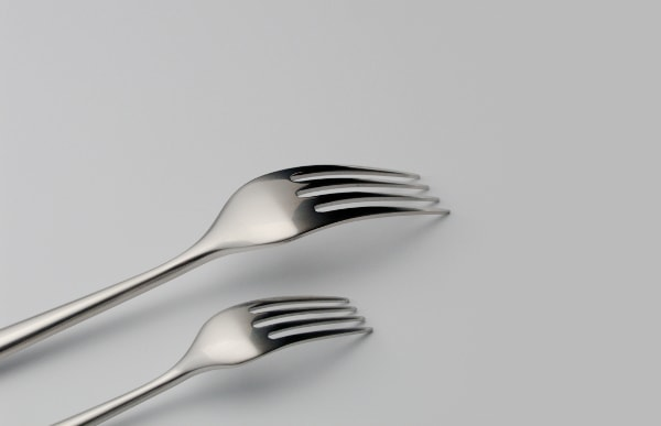 ディナーフォークとケーキフォークのサイズ比較イメージ