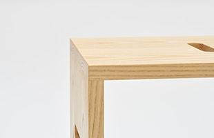 atlier stool ホワイトアッシュの色合いは、清潔感のある爽やかなインテリア空間を演出してくれます
