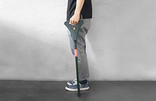 歩くときは歩行補助のためにステッキとして使用する事が出来ます