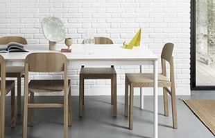 デザイナーはデンマークの工業デザイナー Cecilie Manz / セシリエ・マンツ。機能性を重視しながらも、そのデザインには控えめで穏やかな美しさを備えています