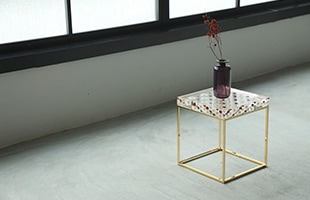 Sola cube Side Table Checkerboard Gold 使用イメージ