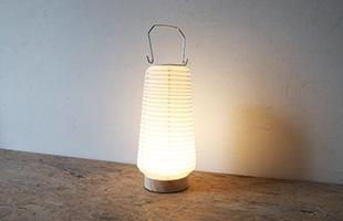 和紙を通した暖かい光が空間を照らします