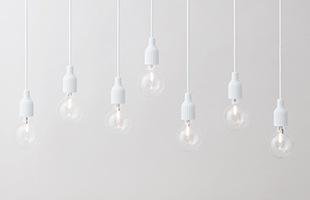 1灯吊りだと繊細さが際立ち、そのシンプルさが美しくインテリアを引き立てます