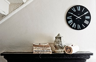 リビングや寝室をオシャレに飾る掛け時計です