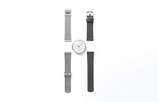 付属のカーフレザー製のベルトとステンレススチール製のベルトを着付け替えることで腕時計の表情が変わります