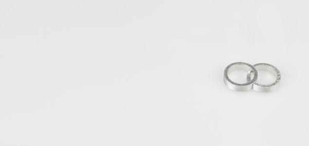 """2つが重なり、寄り添う""""つながり""""をイメージしたデザイン 箸置 / かさね"""